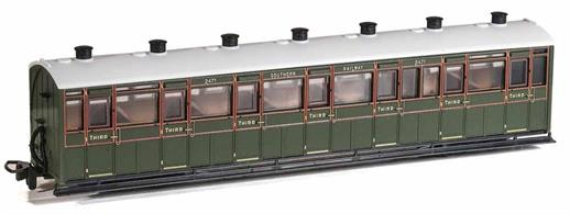 A detailed model of the Lynton & Barnstaple Railway enclosed all-third class coaches which were used on trains throughout the year.Finished as Southern Railway coach 2471 in SR green livery.Length 167mm over couplings