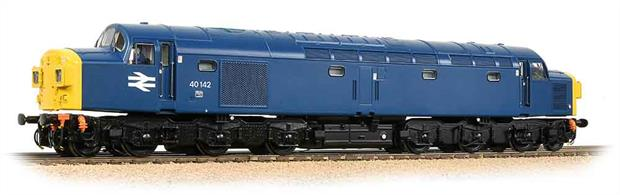 A superb Bachmann model of the Class 40's that were the first really successful large batch of diesel locomotives running in Britain. 40142 was one of the locomotives equipped with 4-character headcode boxes split either side of the central communicating doors.Era 8.Directional lighting. Internal (cab) lighting.DCC and sound fitted.