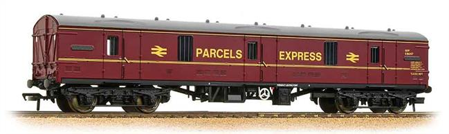 An excellent model of the BR General Utility Van or GUV. These vans were designed for loading through side or end doors, allowing a wide range of cargos to be accomodated, from bagged mail to motor vehicles.This coach carries the red livery of RES, Rail Express Systems. This was a network service introduced in the mid-1980s for express mail and parcels service. Many of these vans carry this livery today, though few remain in service.