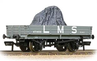 A nicely detailed model of the LMS low-sided 3-plank drop-side open wagon painted in grey livery. Supplied with load.These useful drop-side wagons could carry a wide range of loads, from crates, containers and road vehicles to stone blocks and aggregates