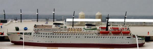 A 1/1250 scale second-hand model of German ferry Warnemunde by Carat CFC17. This model is in excellent condition and still tied within the wooden packing frame, see photograph.