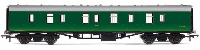 Nicely detailed model of British Railways Mk1 BG gangwayed full brake luggage and parcels van S87289 finished in BR Southern region green livery