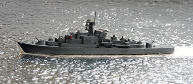 A 1/1250 scale second-hand waterline model of a Koln class frigate by Hansa S59. The model is in good condition having been repainted in Navis Neptun Z21 grey green, see photograph.
