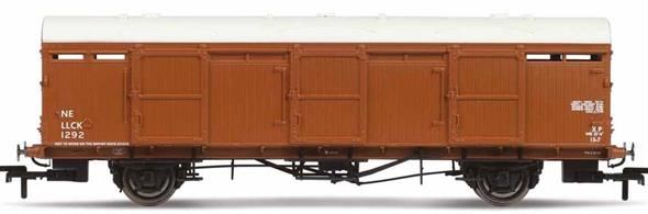 A Closed Cover Truck (CCT) was a type of goods van used for transporting goods whilst keeping them protected from the wind and rain. Along with side doors, CCTs also featured opening ends which allowed them to be used to transport motor vehicles as well as parcel traffic. 37ft. 6 in. long vans were initially built by LNER in 1939 and featured three large sliding doors on each side making access extremely easy. The design was successful enough that BR built a further batch of wagons in 1950.