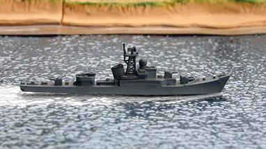 A 1/1250 scale second-hand waterline model of a Riga-class  Soviet Union escort destroyer from 1953 by Wiking catalogue number WM497SU. This model is excellent original condition, see photograph.
