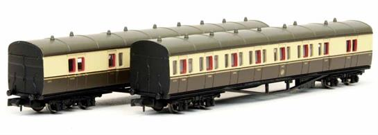From the 1920s onwards the GWR used the term 'B set' to designated a formation of two coaches used principally for branch and local passenger services. A number of 'B sets' were purpose built, comprising two identical brake composite coaches. These coaches contain compartments for first and third class passengers, plus space for the guard, passenger luggage, mail and parcels and were coupled with guards' vans at the outer ends of the train.This 2 coach pack from Dapol models replicates one of these short trains, which would often be hauled by one of the small GWR tank engines, including the 14xx class 0-4-2s, 57xx class panniers and 45xx class 2-6-2 prairies.
