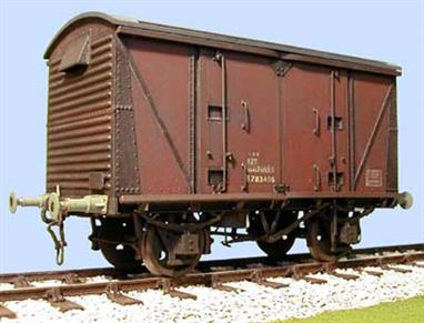 Model kit to build a detailed replica of the BR Vanwide box van in original vacuum brake configuration.Supplied with metal wheels, 3 link couplings and sprung buffers