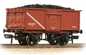 A detailed model of the later Ministry of Transport 16-ton open mineral wagon painted in the MoT brown colours.These wagons were built during the later part of WW2, production continuing until around 1950. The wagons were ordered due to the steady deterioration of the elderly wooden wagon fleet under wartime conditions.