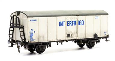 Dapol C42 00 Gauge Refrigerator Wagon KitGlue and paints are required to assemble and complete the model (not included).
