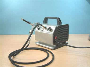 Expo Airbrush and Compressor AB602 is a Fantastic Deal comprises a high quality dual action gravity feed airbrush with an oil-less piston compressor, plus a braided air hose.