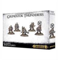This multi-part plastic kit contains the components necessary to assemble 5 Grundstok Thunderers, professional soldiers and the main fighting force of the Kharadron Overlords.This kit comes as 61 components, and is supplied with 5 Citadel 32mm Round bases.