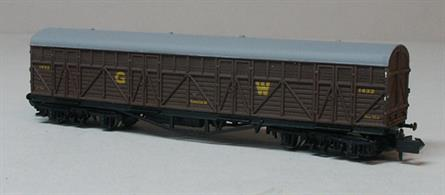 The Siphon H was originally designed as a milk van, but was fitted with a higher roof than on normal passenger coaches and large end doors. These vans were employed moving large items, like theatrical scenery, that required protection in transit. This model features sharply moulded outside bracing and louvres on the body, matched with well detailed underframe and trucks.Model in GWR passenger vehicle Brown livery with large GW lettering from the pre-1935 era.