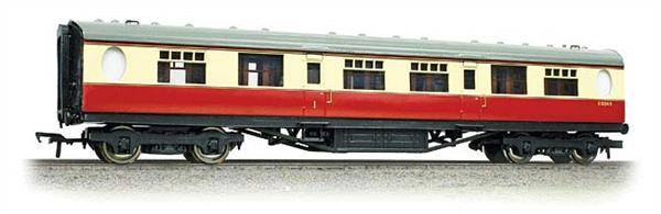 Bachmann Branchline 34-411 OO Gauge BR ex-LNER Thompson Corridor Composite Coach BR Crimson & Cream LiveryA new detailed model of the Thompson design passenger stock for the LNER, featuring oval porthole style toilet windows. Model of a corridor composite coach with compartments for first and second class passengers in the BR crimson & cream livery. Era 4 1948-1956