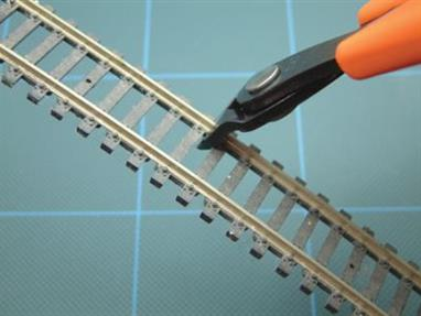 755-70 Cut model railway track upto code 100 easily thanks to their unique shearing action.Specifically designed for cutting model railway track!Overall Length: 145mm.