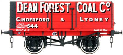 Dapol Lionheart Trains LHT-F-071-003 O Gauge Dean Forest Coal Company 7 Plank Open WagonA detailed ready to run O gauge 7 plank open wagon model from Lionheart Trains tooling finished in the livery of the Dean Forest Coal Company as wagon number 544 as used in the Forest of Dean