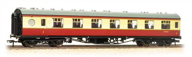 Bachmann 39-475 00 Gauge BR ex-LMS 60-ft First Class Open Vestibule Coach Porthole Stock Crimson & Cream LiveryBachmann have announced a range of the late LMS design passenger stock with porthole style toilet and vestibule windows.This model is of the 60-foot length open vestibuled First class coach painted in the early BR crimson & cream livery.