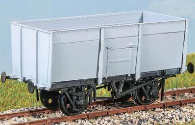 About 8000 were built in 1944-1947, almost 2000 of which worked in France until repatriated in the early 1950s. Most survived until the mid 1960s, as BR diagram 1/100. These finely moulded plastic wagon kits come complete with pin point axle wheels and bearings.Glue and paints are required to assemble and complete the model (not included)