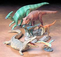 Mesozoic Dinosaur CreaturesGlue and paints are required to assemble and complete the figures (not included)