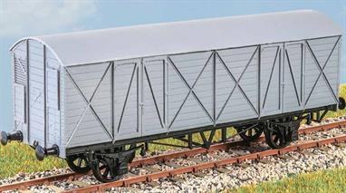 Introduced in 1906, these vans (diagram V11) were used for general goods traffic until during the Second World War. Being fitted with the vacuum brake, they were frequently found on GWR express goods trains. These finely moulded plastic wagon kits come complete with pin point axle wheels and bearings.Glue and paints are required to assemble and complete the model (not included)