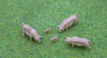 PD Marsh OO Gauge Pigs3 Pigs and 2 Piglets IncludedPaintedManufactured by P & D Marsh in the UK.
