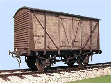 This kit builds a detailed model of the insulated version of the BR standard box van design, lacking the end ventilators.Supplied with metal wheels, 3 link couplings and sprung buffers