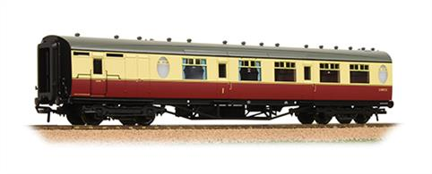Bachmann Branchline 34-436 00 Gauge BR ex-LNER Thompson Corridor Brake Composite Coach BR Crimson & Cream LiveryA new detailed model of the Thompson design passenger stock for the LNER, featuring oval porthole style toilet windows.The model of a corridor brake composite coach has compartments for first and second class passengers and a office for the guard. Era 4 1948-1956