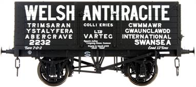 Dapol Lionheart Trains LHT-F-071-002 O Gauge Welsh Anthracite 7 Plank Open WagonA detailed ready to run O gauge 7 plank open wagon model from Lionheart Trains tooling finished in the livery of the Welsh Anthracite group of collieries.