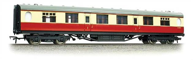 Bachmann Branchline 34-486 00 Gauge BR ex-LNER Thompson Corridor Brake First Class Coach BR Crimson & Cream LiveryA new detailed model of the Thompson design passenger stock for the LNER, featuring oval porthole style toilet windows. Era 4 1948-1956