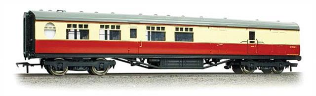 Bachmann Branchline 34-461 00 Gauge BR ex-LNER Thompson Corridor Brake Third Coach BR Crimson & Cream LiveryA new detailed model of the Thompson design passenger stock for the LNER, featuring oval porthole style toilet windows. Era 4 1948-1956