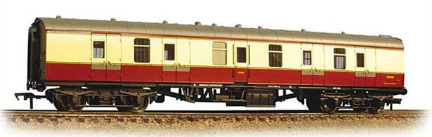 The Mk1 coach was designed as the BR standard coach in the early 1950's. The gangwayed brake van provided parcels and luggage accomodation matching the new coach design.Bachmann's model is to the correct scale length and features many separate parts, replicating detail differences and equipment changes. This model is in as-built condition and painted in the early British Railways crimson & cream express passenger livery of the 1950's. Era 4 1948-1956