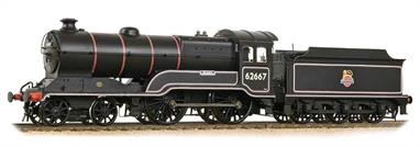 The Class D11/1 has been introduced to complement our recently announced D11/2 locomotives. The locomotives feature a standard cab roof, dome and chimney; self-trimming tender with water pick-up apparatus and a running footplate with no valance and etched nameplates. 62667 Somme is finished in the early British Railways black livery with lion over wheel emblem.