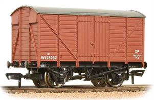 Model of a GWR ventilated goods box van painted in the BR bauxite colours used for wagons fitted with vacuum train brake.Eras 4-6