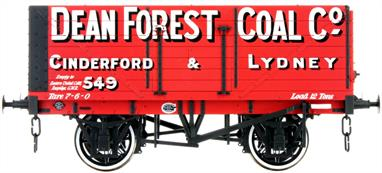 Dapol Lionheart Trains LHT-F-071-003 O Gauge Dean Forest Coal Company 7 Plank Open WagonA detailed ready to run O gauge 7 plank open wagon model from Lionheart Trains tooling finished in the livery of the Dean Forest Coal Company as wagon number 549.