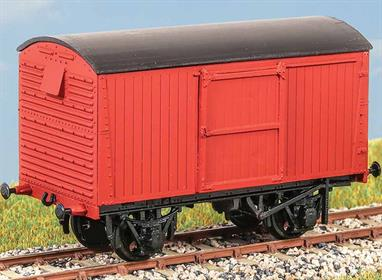 Introduced in the late 1930s, these wagons (diagram 25) were used for general traffic until the late 1960s. Being equipped with the vacuum brake, they were suitable for express goods services. These finely moulded plastic wagon kits come complete with pin point axle wheels and bearings.Glue and paints are required to assemble and complete the model (not included)