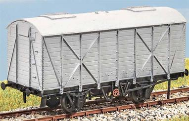 In the 1930s the LNER built up a profitable traffic in grain from the Port of Hull using these wagons (diagram 23). From the War period they could be seen at locations throughout Britain. Period 1931 to c.1976. These finely moulded plastic wagon kits come complete with pin point axle wheels and bearings.