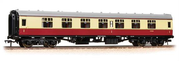 Bachmanns BR Mk.1 coaches are the best models yet of these popular coaches. Familiar to enthusiasts everywhere hundreds of these coaches are still in service on tour train sets and heritage railways.This is a model of the first class side corridor coach with seven compartments for first class passengers and a suitably spacious toilet cubicle at each end.Painted in the British Railawys initial crimson & cream livery of the 1950s. Era 4 1948-1957.