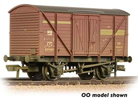 An excellent new model of the BR standard diagram 1/208 box van. Thousands of these planked body van were built in the 1950s and many were still in service in the 1980s. This model is painted in the bauxite livery used on vacuum brake equipped vehicles.